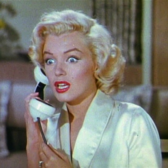 Gentlemen_Prefer_Blondes_Movie_Trailer_Screenshot_(16)
